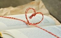 book-1760998_1920_blind_date.jpg